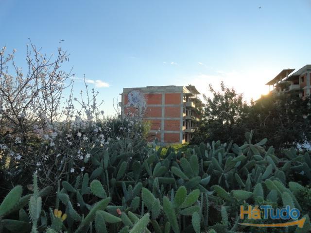 Terreno c/ edifício em construção à venda em Faro