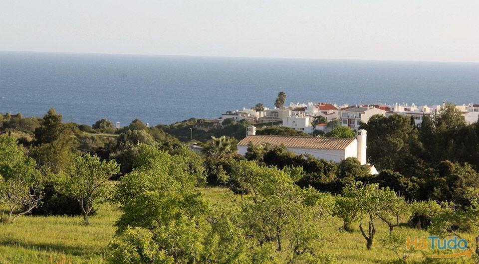 Caramujeira Terreno com ruína, com vistas espectaculares sobre o mar para venda
