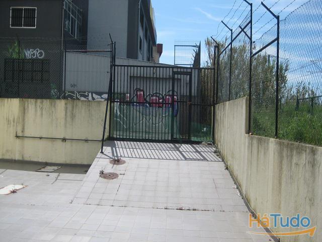 Prédio com 2 Armazéns para Alugar, Massamá, Lisboa, Portugal