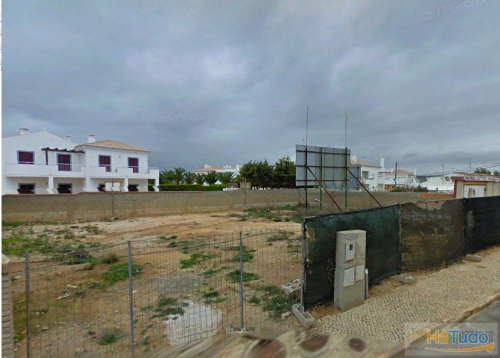 Magnífico terreno para construção de moradia a apenas 2 minutos da praia