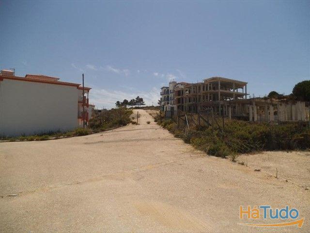 Terreno com construção iniciada à venda em Faro