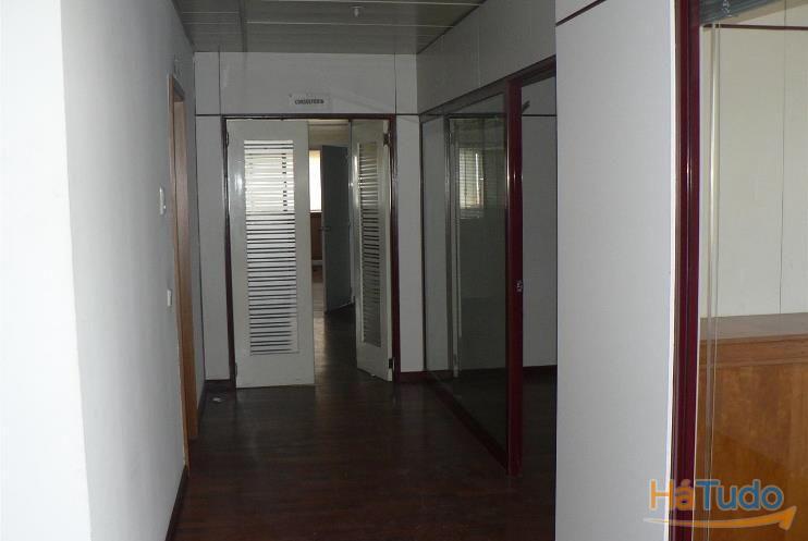 Escritório em Linda-a-Velha, com estacionamento, no Edifício Amadeu Sousa Cardoso