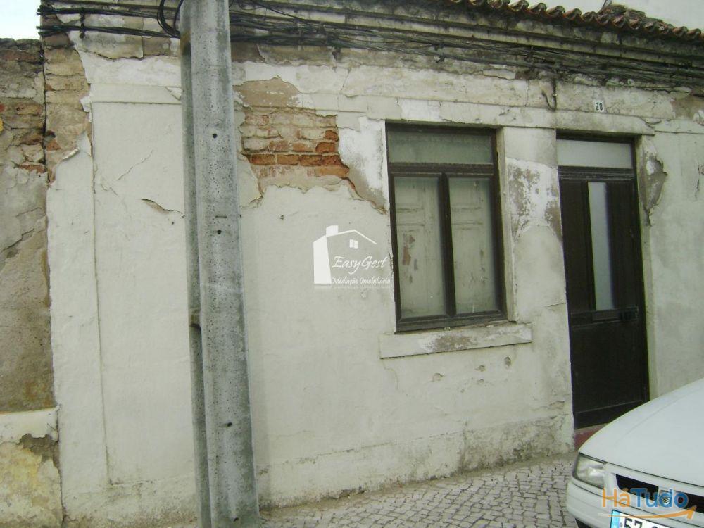 Terreno com ruína em Coruche