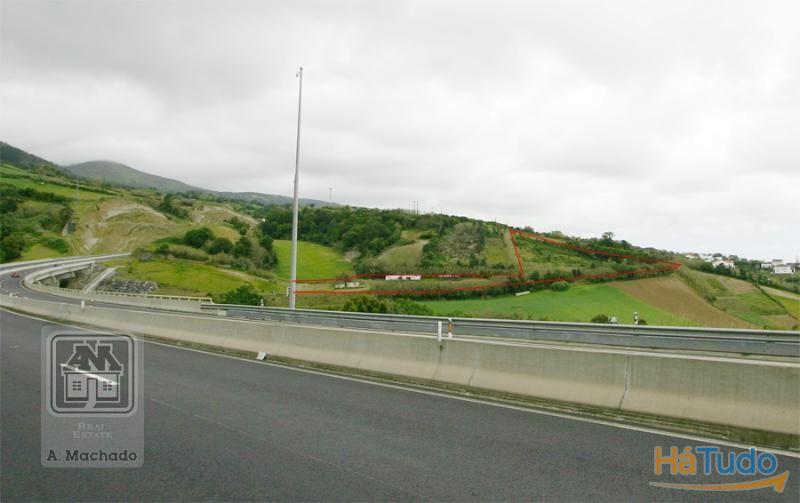 Ref. 3388 - Terreno Rústico na Ilha de São Miguel (Açores), no concelho de Lagoa, na freguesia de Ribeira Chã.