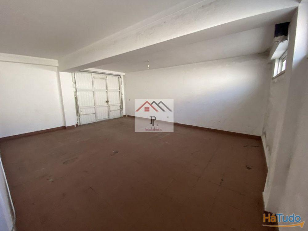 Apartamento T2, c/ terraço e garagem - Lousã (V596PL)