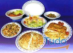 pratos descartáveis
